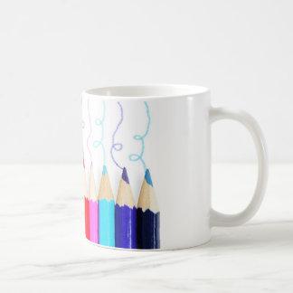 Arte coloreado del lápiz taza básica blanca