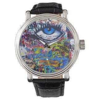 Arte colorido de la calle de la pintada reloj