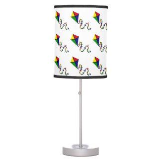 Arte colorido del vuelo de la cometa de la diversi lámpara de escritorio
