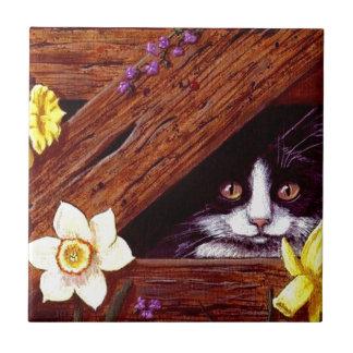 Arte Creationarts de los narcisos del gato del smo Azulejo Cuadrado Pequeño
