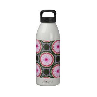 Arte crudo natural de la flor del guisante de olor botella de agua