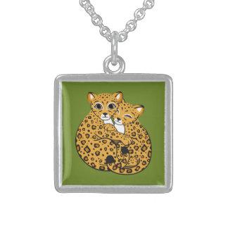 Arte de abrazo de Cubs del leopardo de Amur Collares Personalizados