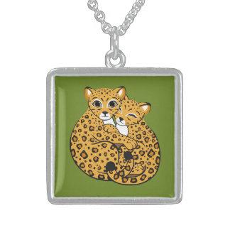Arte de abrazo de Cubs del leopardo de Amur Grimpolas