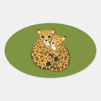 Arte de abrazo de Cubs del leopardo de Amur Pegatina Ovalada