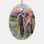 Arte de la acuarela del lobo crinado adorno navideño ovalado de cerámica