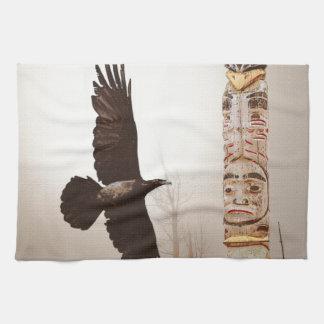 Arte de la fantasía del cuervo que vuela y del toallas de cocina