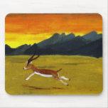 Arte de la fauna del Gazelle de la puesta del sol Alfombrillas De Ratones