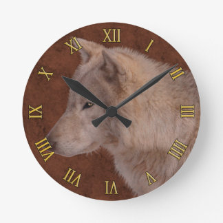Arte de la fauna del retrato del lobo gris reloj redondo mediano