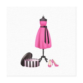 Arte de la moda en lona - vestido y zapatos rosado lona envuelta para galerias