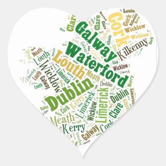 Arte de la palabra de las ciudades de Irlanda Pegatina En Forma De Corazón