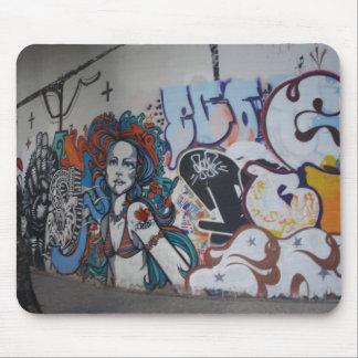 ¡Arte de la pintada con actitud Tapetes De Raton