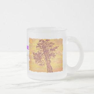 arte de la puesta del sol del árbol del enebro taza cristal mate