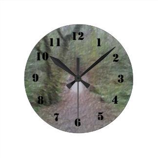 Arte de la trayectoria de bosque reloj