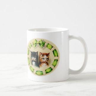 Arte de los gatos de los gatitos de los gatitos taza clásica