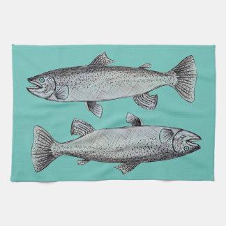 Arte de los pescados en la toalla de cocina