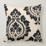 Arte decorativo I del damasco - negro en la crema Almohada
