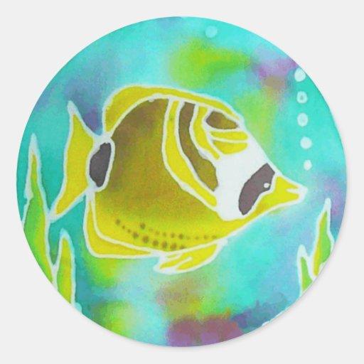 Arte del batik de los pescados de la mariposa del pegatina redonda