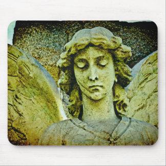 Arte del cementerio del ángel de guarda mousepad