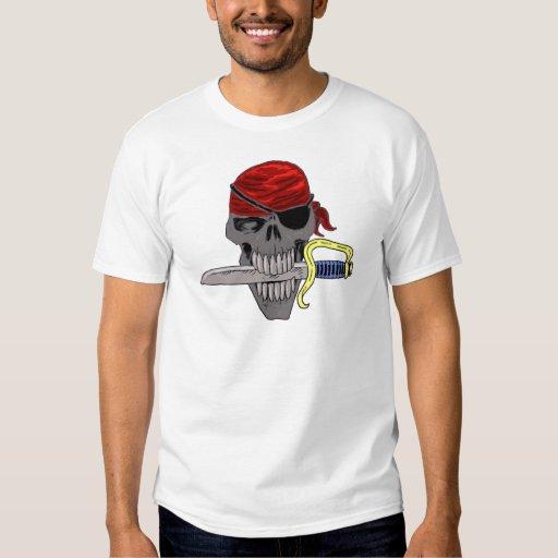 Arte del cráneo del pirata remeras