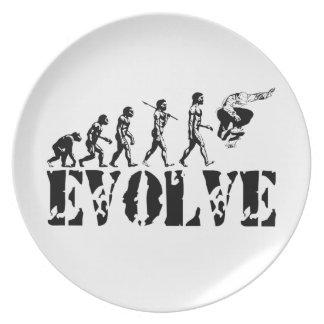 Arte del deporte de la evolución del monopatín que plato de cena