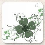 Arte del diseño del trébol del día de St Patrick e Posavasos De Bebida