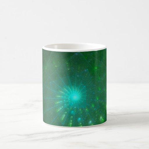 """Arte del fractal """"del gusano verde cuadrado"""" taza clásica"""