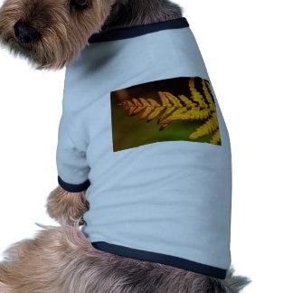 Arte del helecho del otoño camisa de perrito