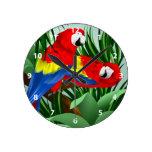 Arte del Macaw del escarlata Reloj Redondo Mediano
