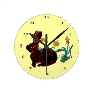 Arte del narciso del conejo de la primavera reloj redondo mediano