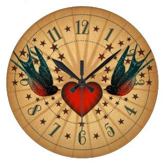 Arte del tatuaje de los tragos y de las estrellas reloj redondo grande