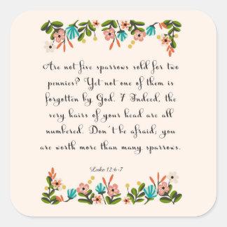 Arte del verso de la biblia - 12:6 de Lucas - 7 Pegatina Cuadrada