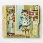 Arte del vintage: Robo cogido gatito Alfombrillas De Raton