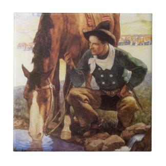 Arte del vintage, vaquero que riega su caballo por azulejo cuadrado pequeño