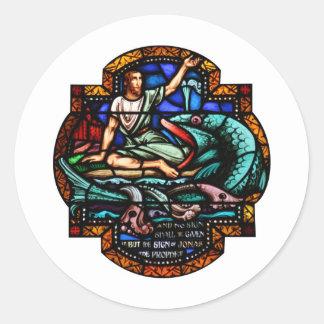 Arte del vitral de Jonah y de la ballena Pegatina Redonda