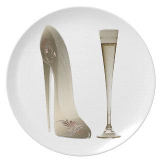 Arte del zapato del tacón alto del estilete y rega platos para fiestas