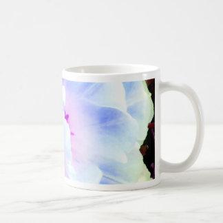 Arte, diseño y fotografía color de rosa de taza básica blanca