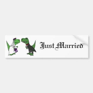Arte divertido del boda de novia y del novio del etiqueta de parachoque