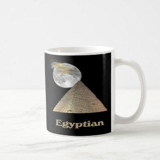 Arte egipcio de la pirámide taza básica blanca