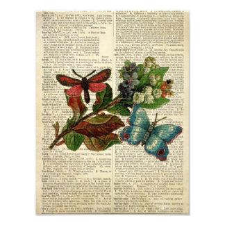 Arte floral de la mariposa en la página del diccio cojinete