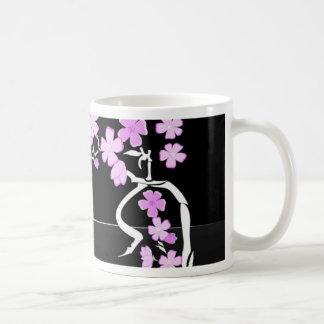 Arte floral de la pintura taza