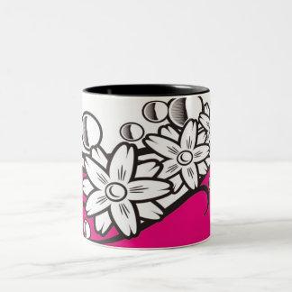 Arte floral en la taza baja rosada
