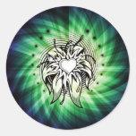 Arte fresco del corazón y de la flor pegatina redonda