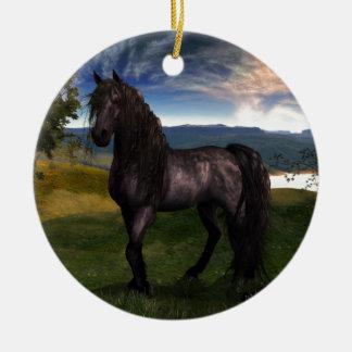 Arte frisio del personalizado del caballo adorno navideño redondo de cerámica