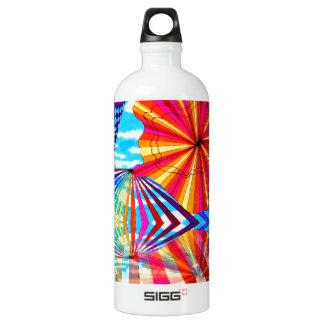 Arte geométrico brillante cósmico del arco iris botella de agua