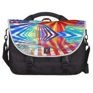 Arte geométrico brillante cósmico del arco iris de bolsas de portatil