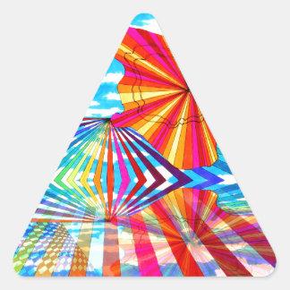 Arte geométrico brillante cósmico del arco iris pegatina triangular