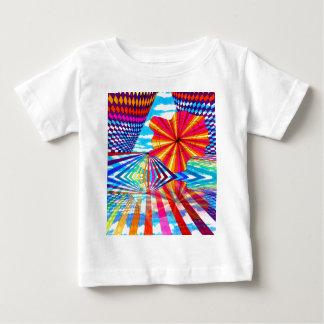 Arte geométrico brillante cósmico del arco iris playera de bebé