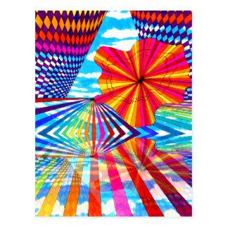 Arte geométrico brillante cósmico del arco iris tarjeta postal