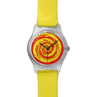 Arte hipnótico anaranjado y amarillo del remolino reloj