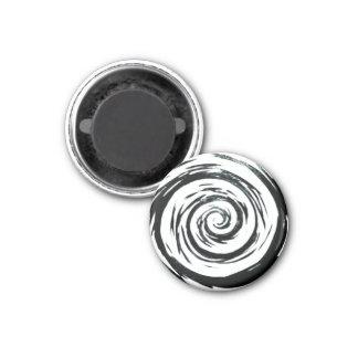 Arte hipnótico blanco y negro del remolino imán redondo 3 cm
